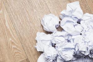 maços de papel amassado