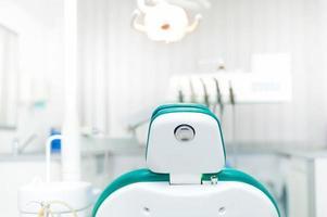 detalhe da cadeira do dentista na clínica particular odontológica local foto
