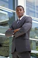homem de negócios africano orgulhoso foto
