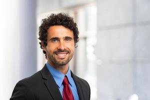 retrato sorridente do empresário foto