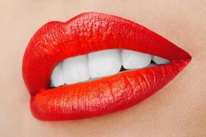 belos lábios sorridentes. foto