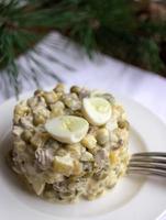 salada tradicional russa de ano novo foto