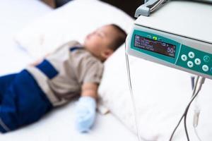 cuidados médicos para paciente criança foto