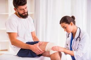 homem ferimento no médico