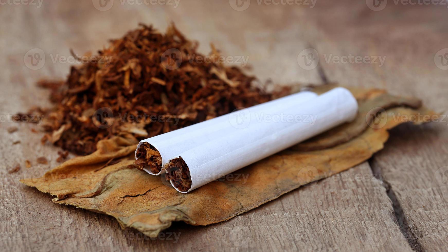 Tabak und Zigarette foto
