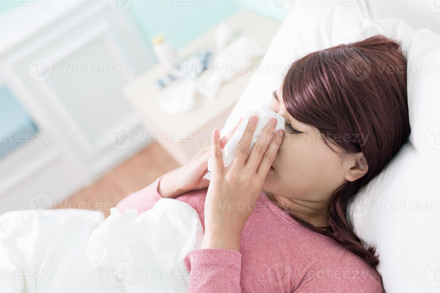 kranke Frau erkältet foto