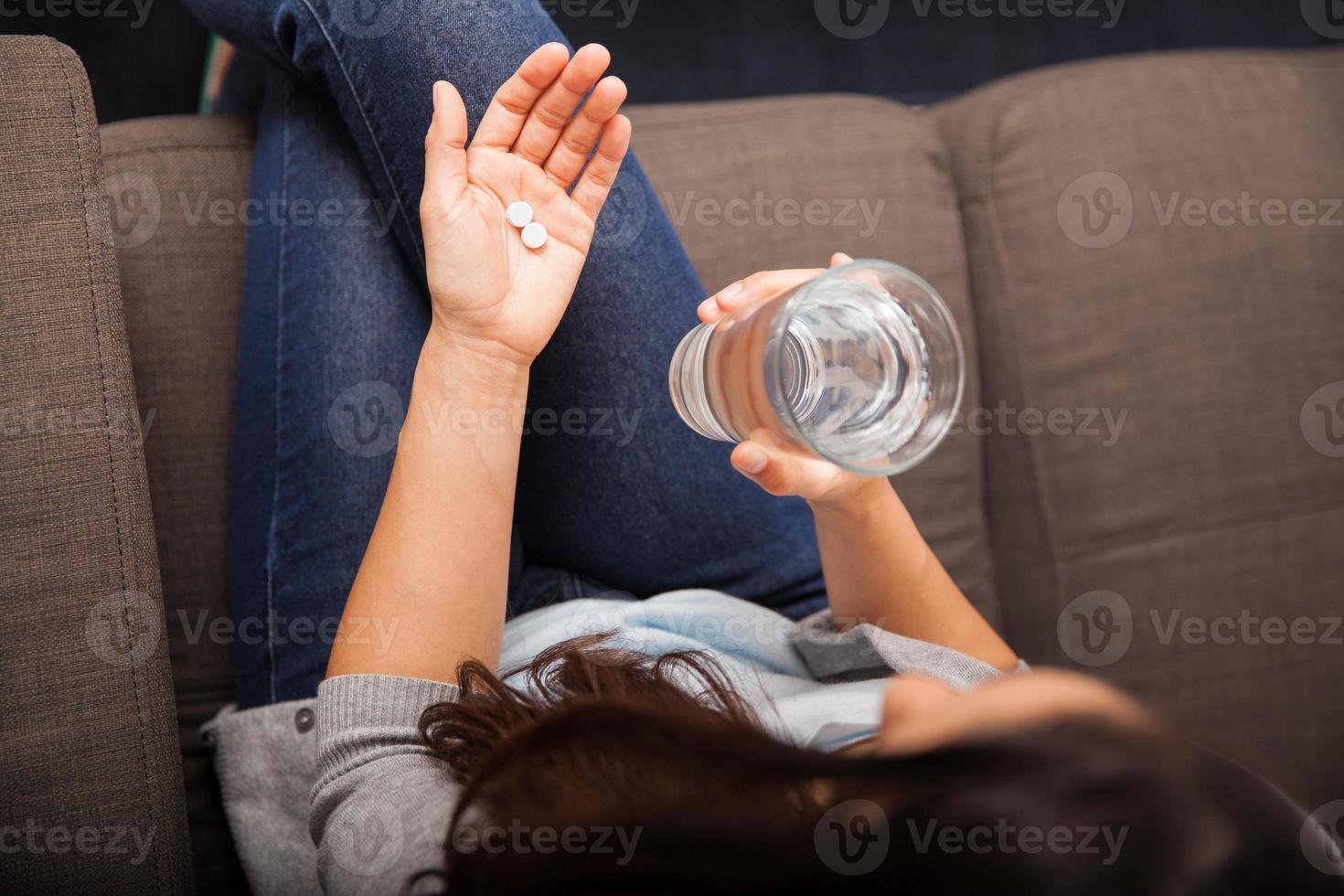 Aspirine gegen Kopfschmerzen nehmen foto
