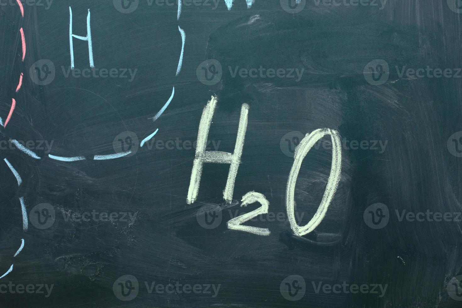 chemische Formeln an der Tafel foto