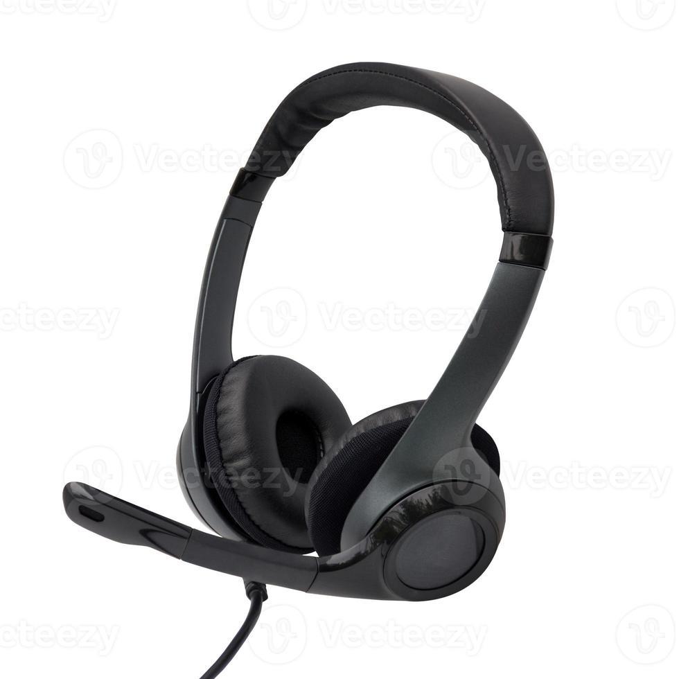 schwarzer Kopfhörer mit Mikrofon lokalisiert über weißem Hintergrund foto