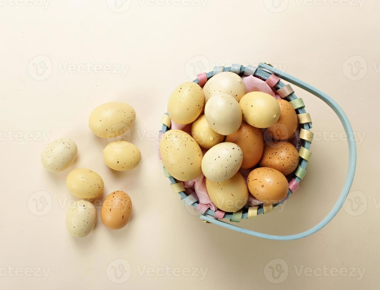mit Ostereiern versenken foto
