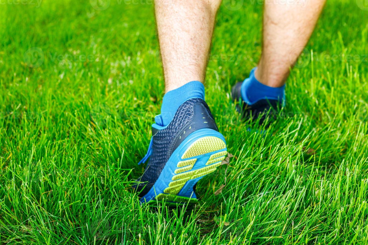 Nahaufnahme eines stehenden männlichen Läufers - Raum für Text. foto