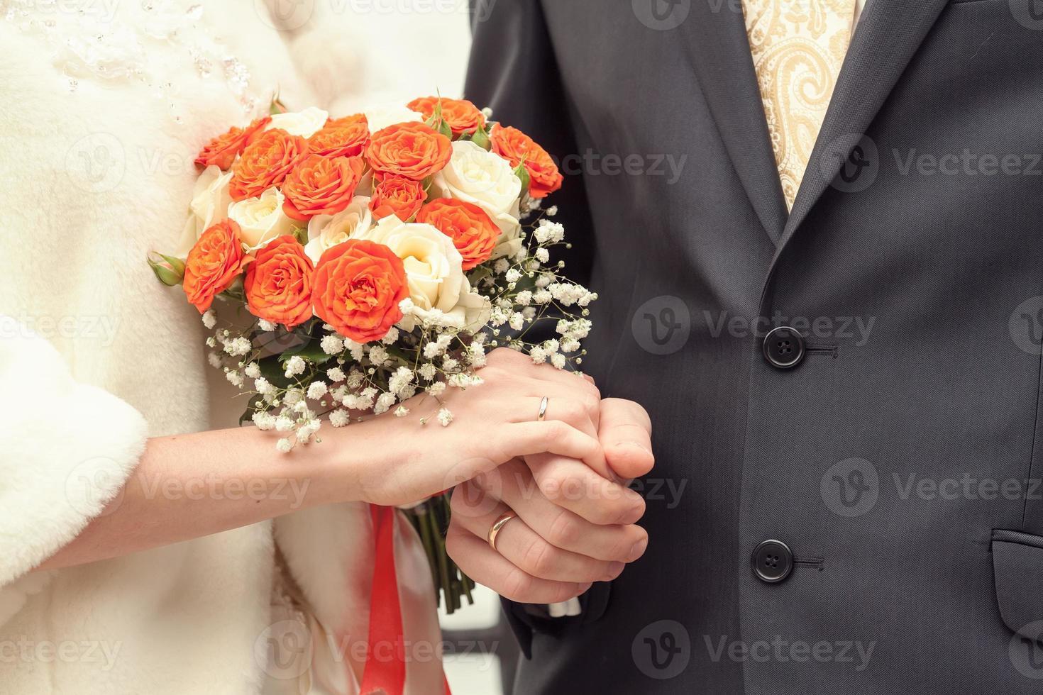 Braut und Bräutigam in einem Standesamt foto