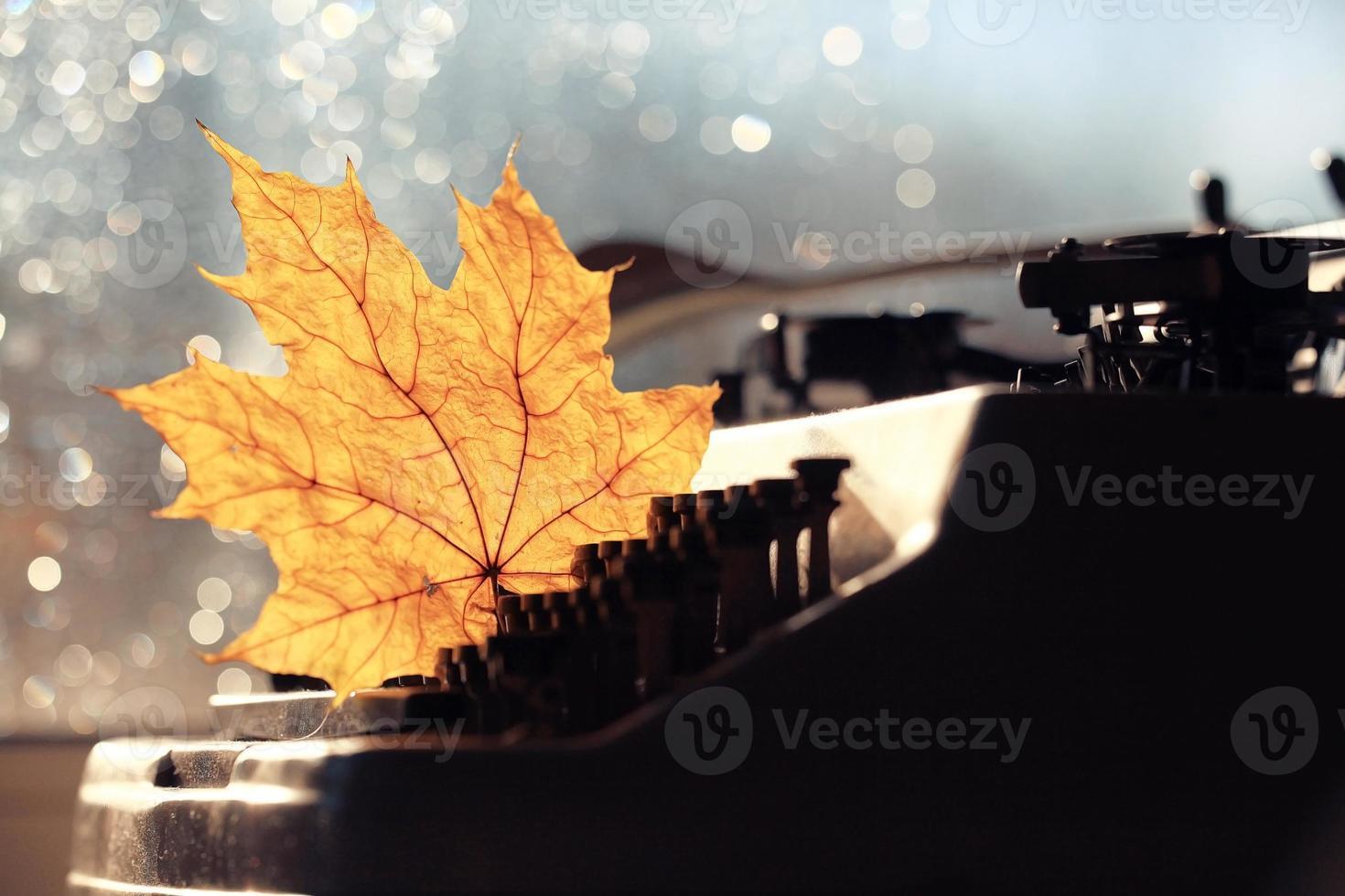 altes Schreibmaschinenkonzept Herbst foto