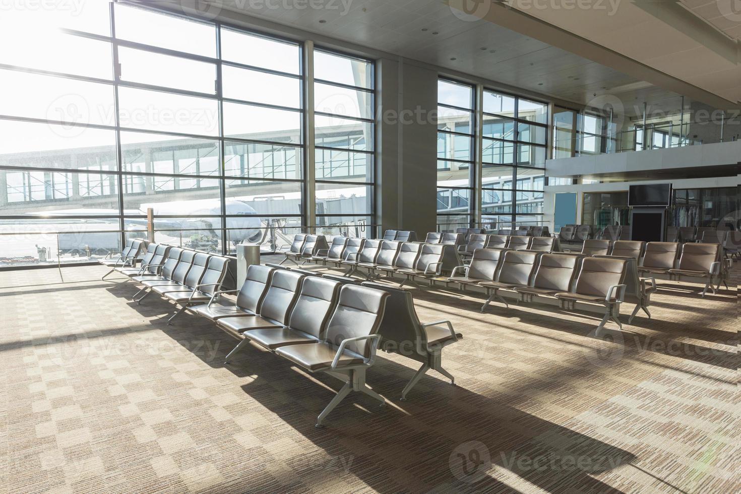 Innenraum des Flughafenkorridors foto