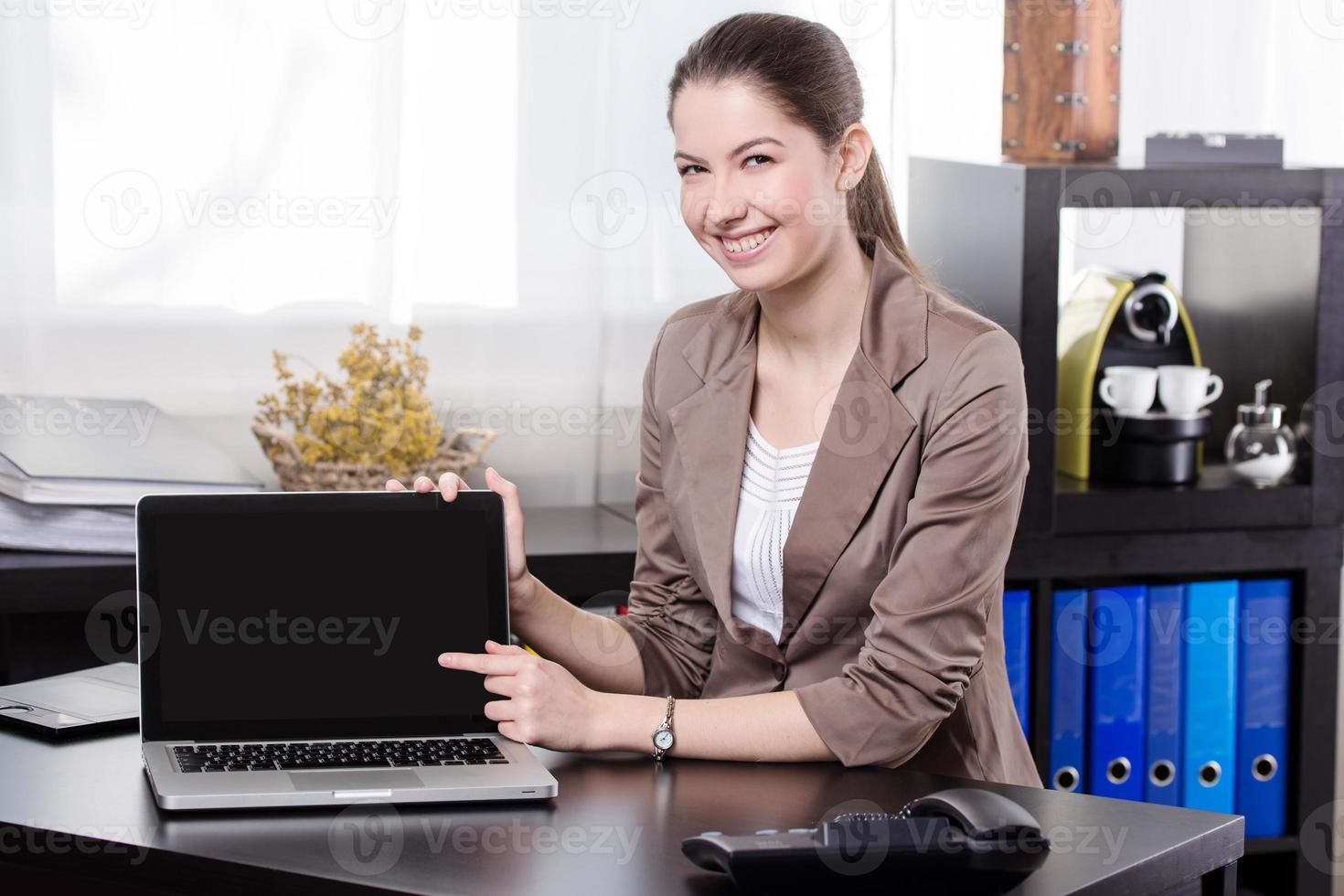 Geschäftsfrau mit Notizbuch foto