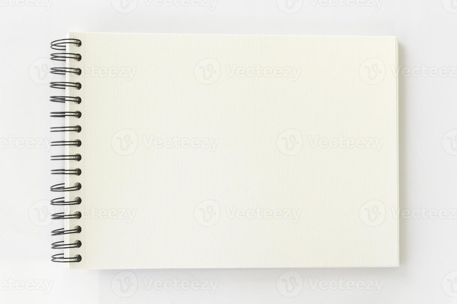 Spiralaquarellbuch auf weißem Hintergrund foto