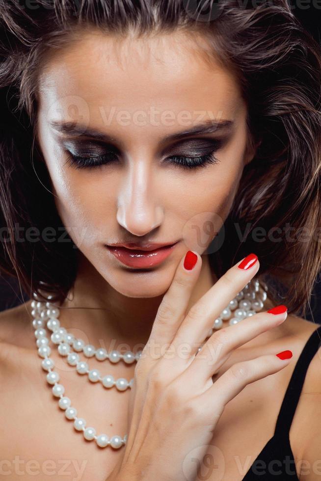 Schönheit junge Frau mit Schmuck Nahaufnahme, Luxusporträt von foto