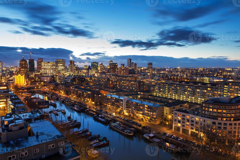 Rotterdam Skyline nach Sonnenuntergang foto