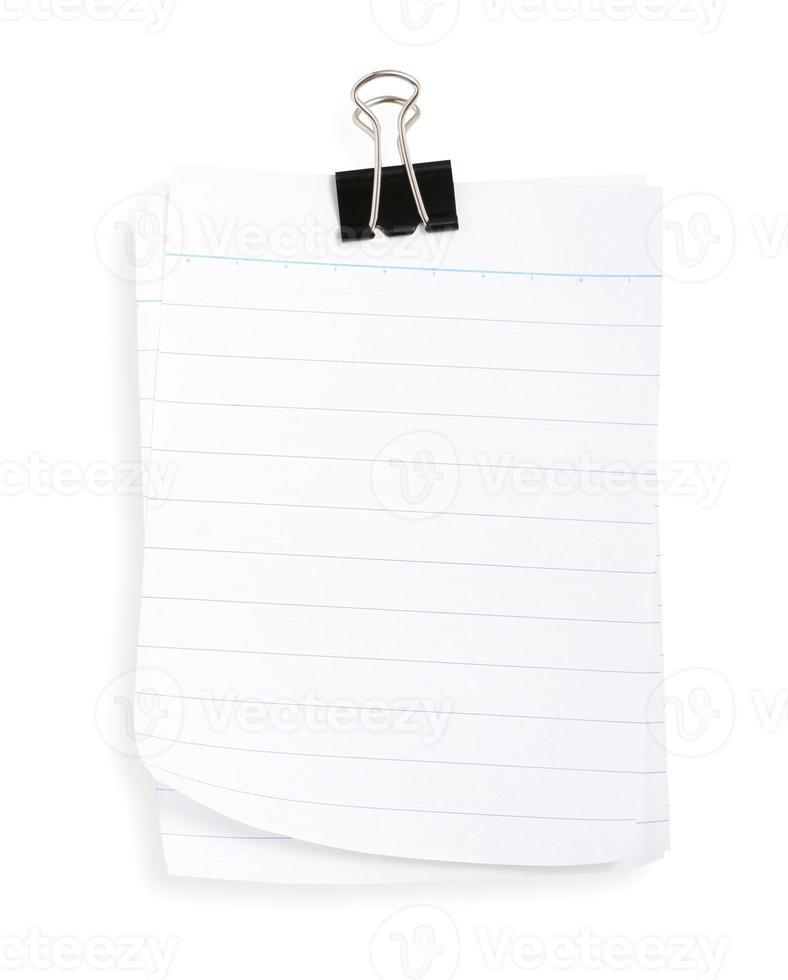 Linienpapier mit schwarzer Büroklammer (einschließlich Schnittpfad) foto