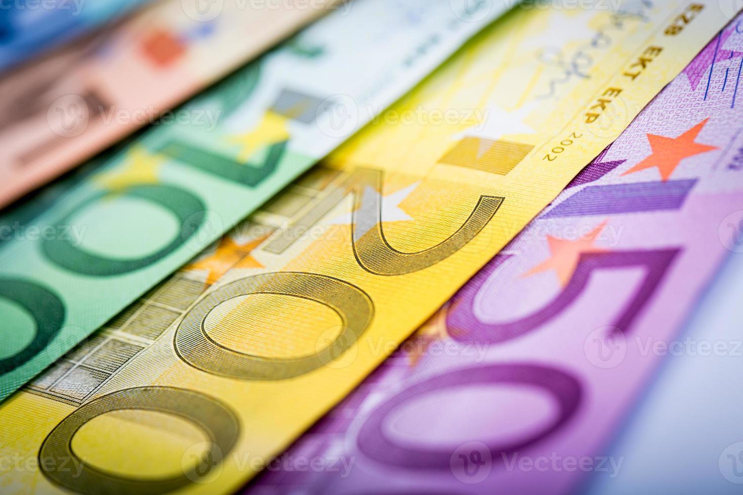 Nahaufnahme von Euro-Banknoten foto
