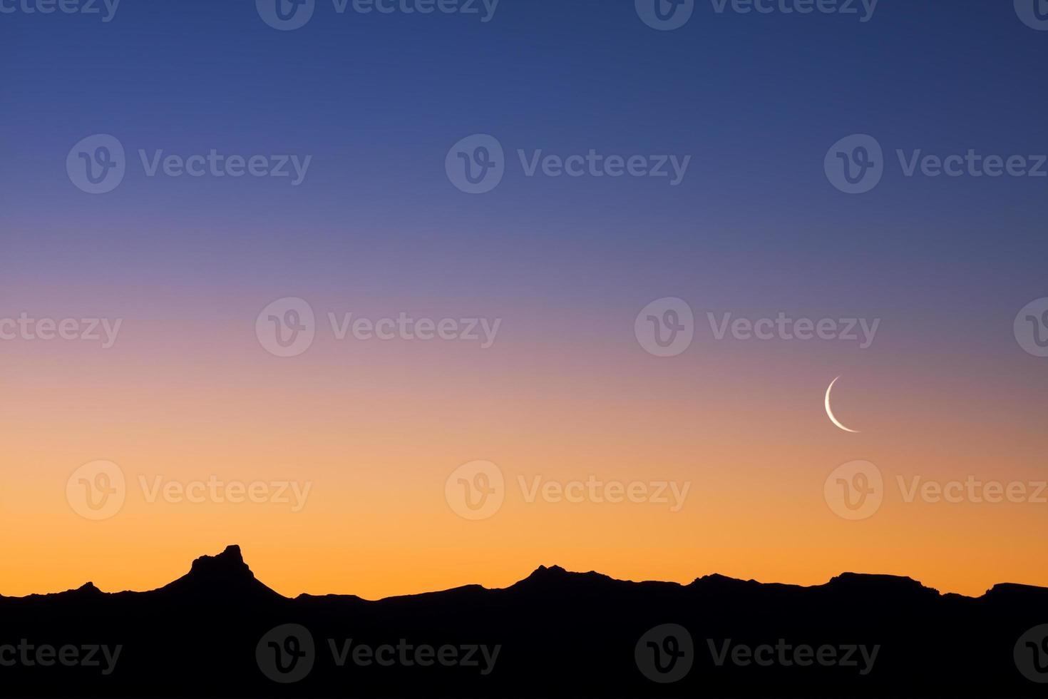 Wüste in der Abenddämmerung foto