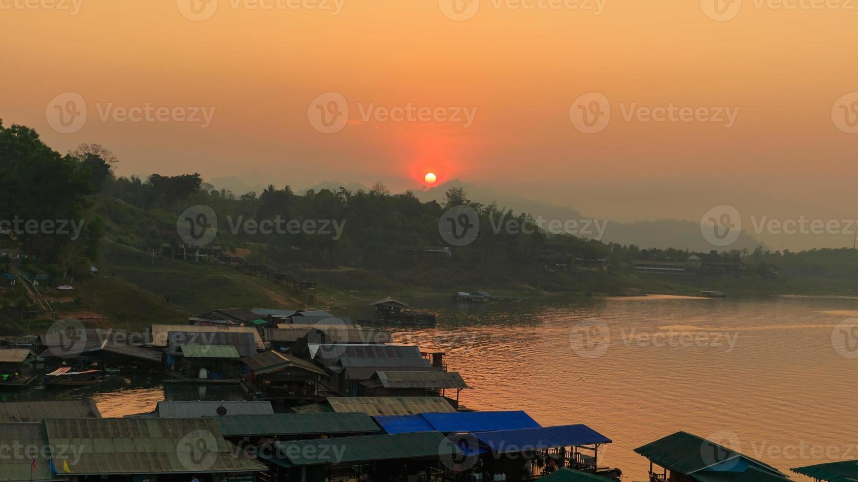thailändisches Hausboot foto