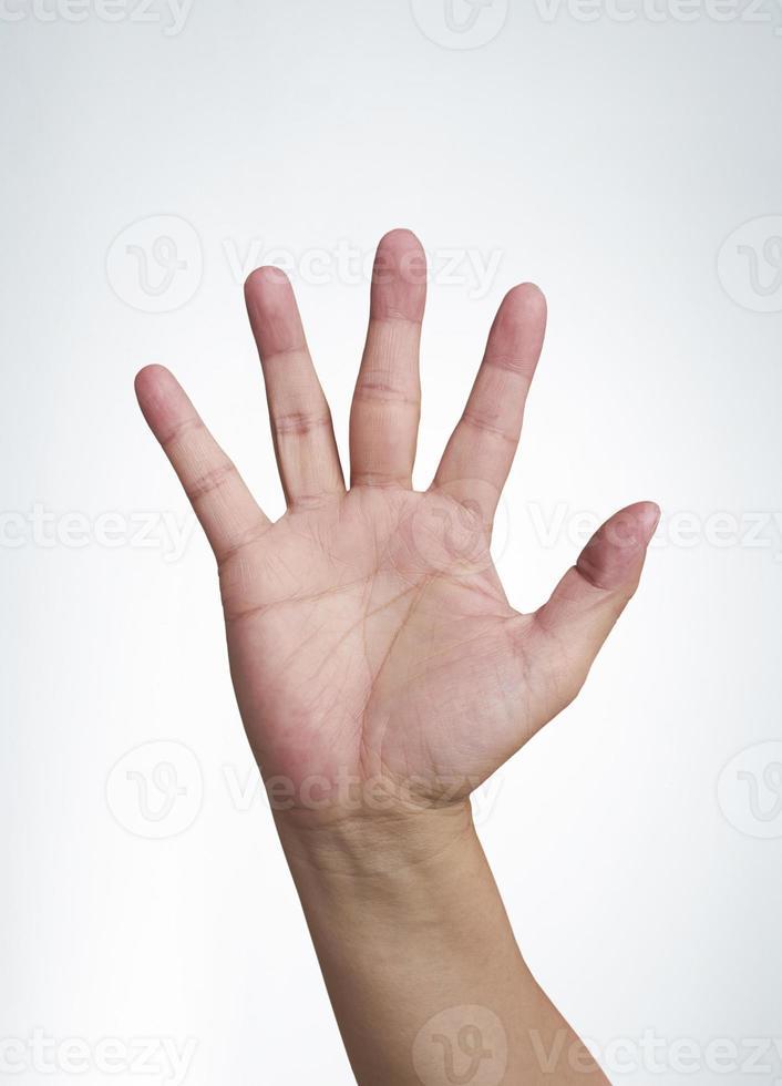 Handsymbol, das fünf auf weißem Hintergrund bedeutet foto