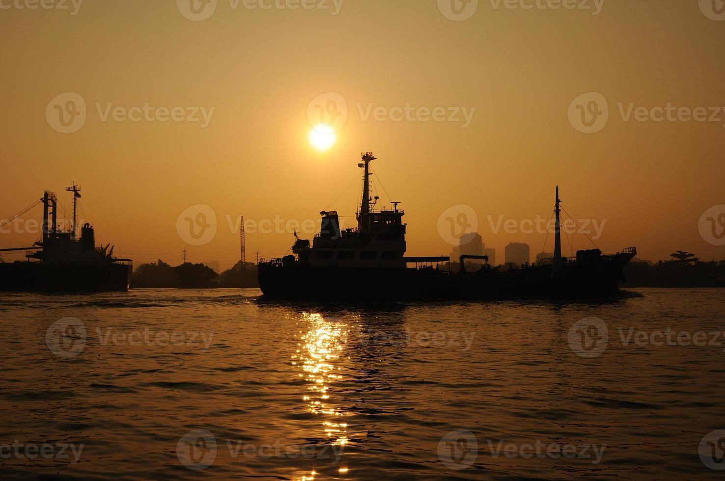 Frachthafen in Silhouette, Transport foto