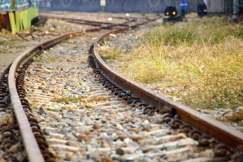 die enge Sicht auf die Bahnstrecke foto