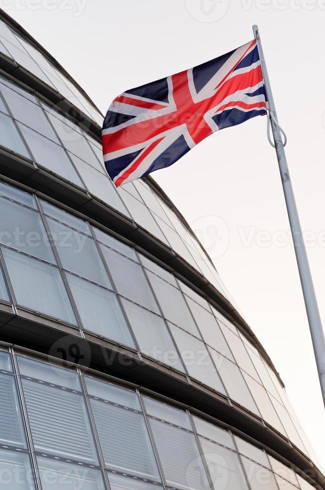 die Gewerkschaftsflagge und das Londoner Rathaus foto
