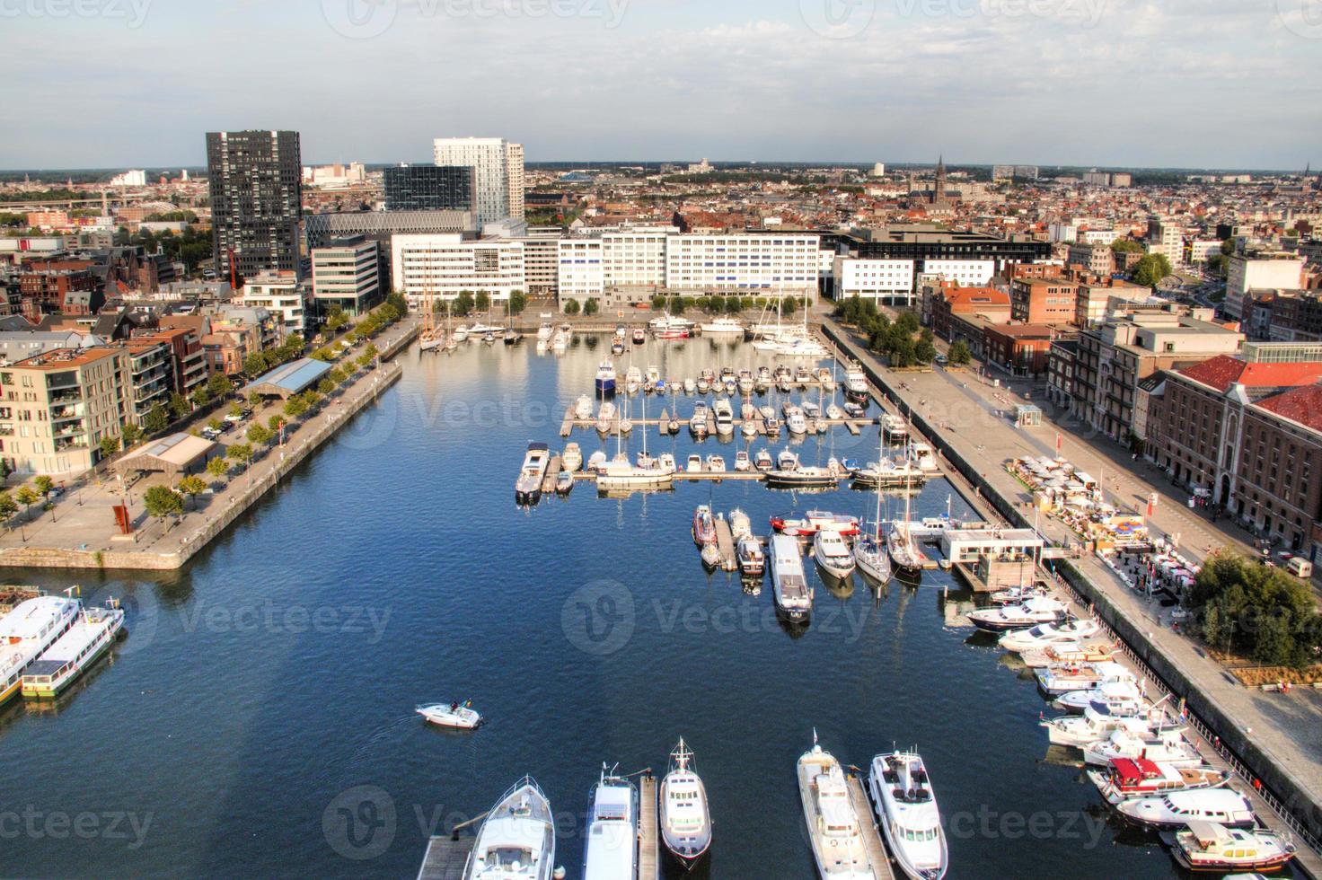 Luftaufnahme zum Yachthafen von Antwerpen foto
