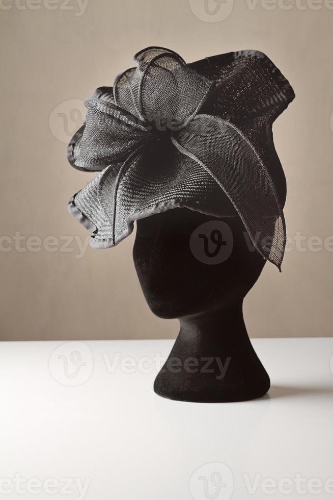 schwarzer Damenkleid-Accessoire-Hut foto