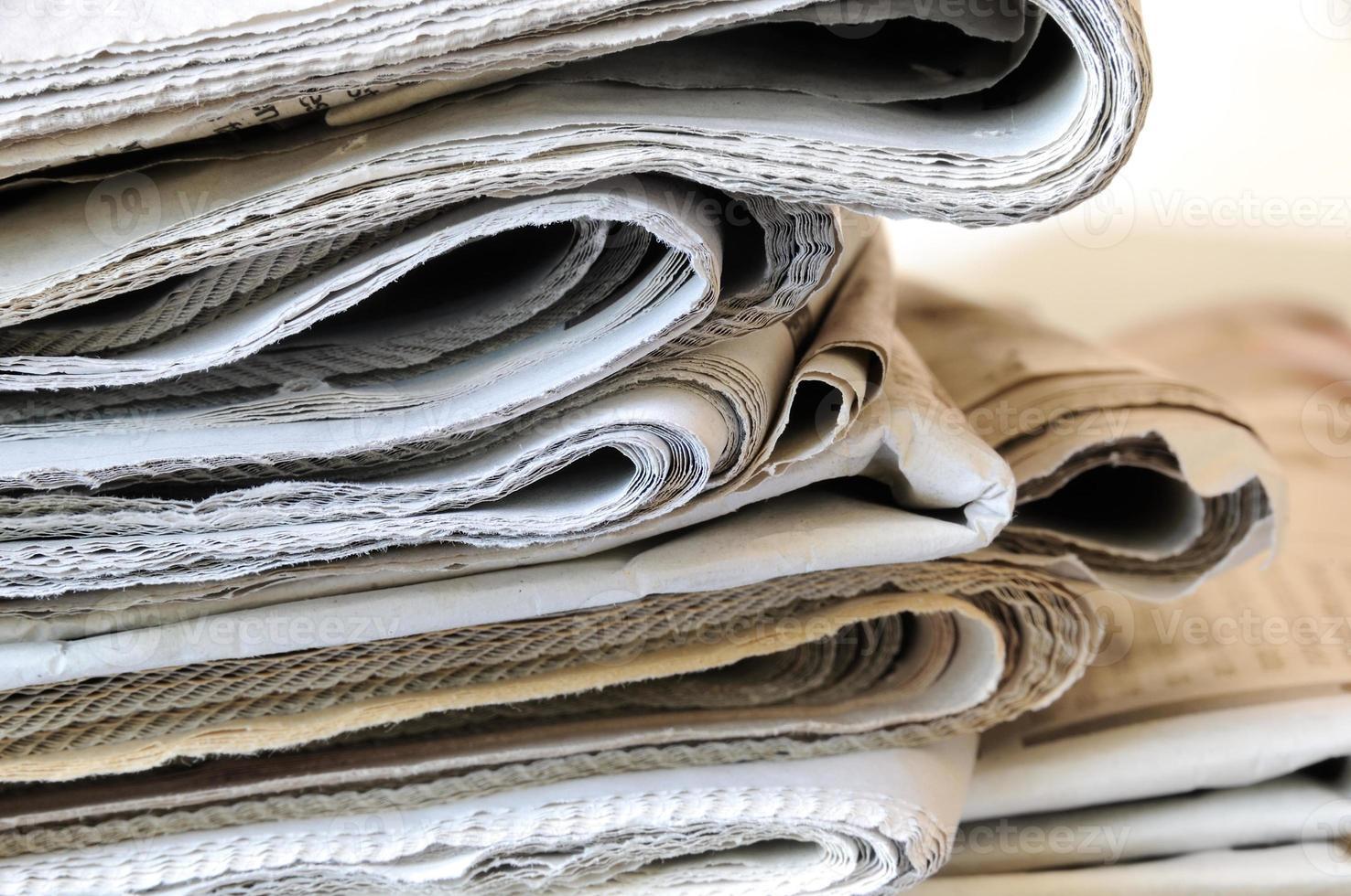 Stapel Zeitungen foto
