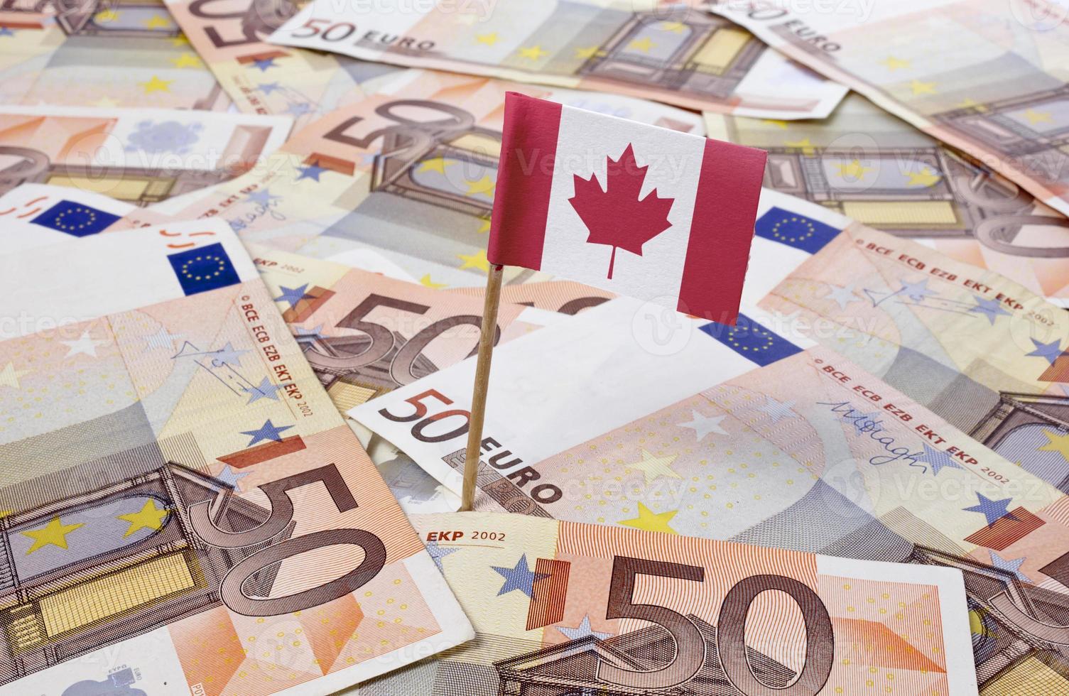 Flagge von Kanada in 50 Euro Banknoten. (Serie) foto