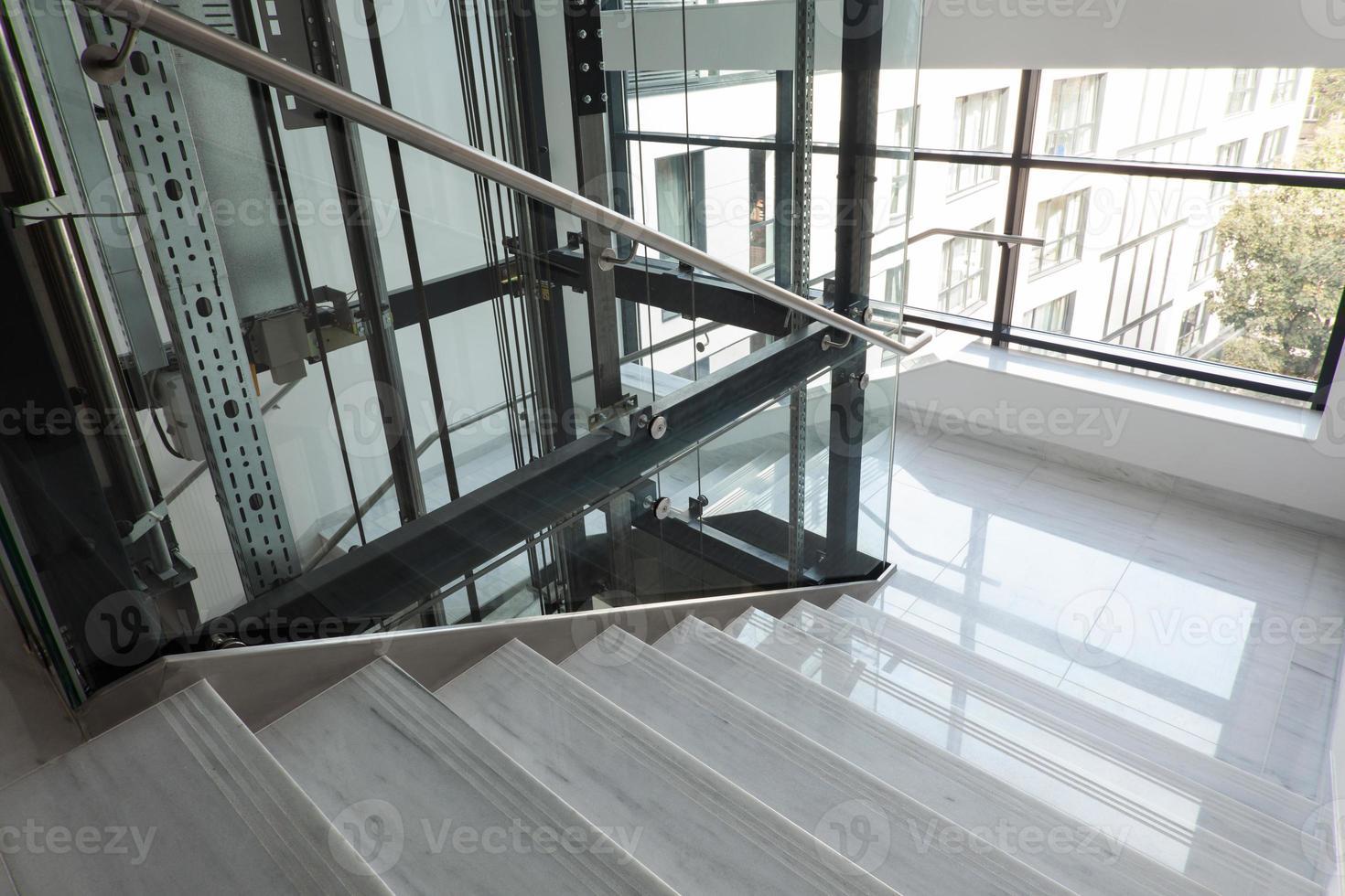 Aufzug und Treppe foto