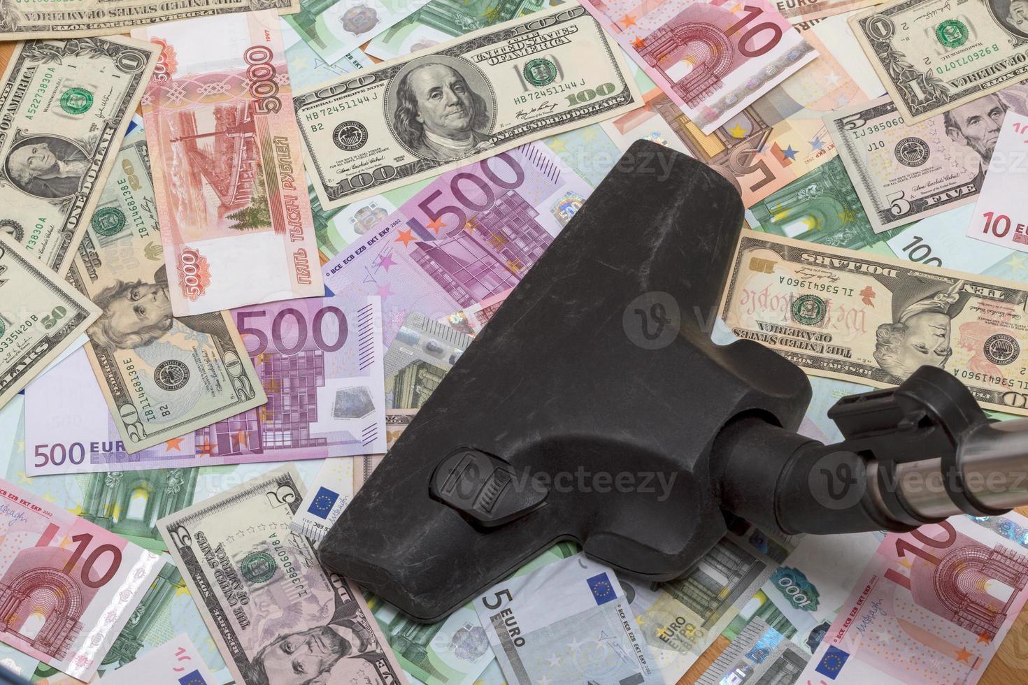 verschiedene Banknoten und Staubsauger foto
