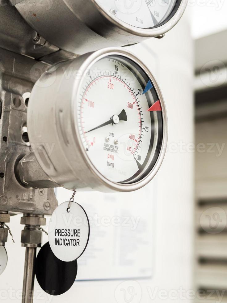 Druck- und Füllstandsanzeige in der kryogenen Flüssiggasversorgung im Freien foto