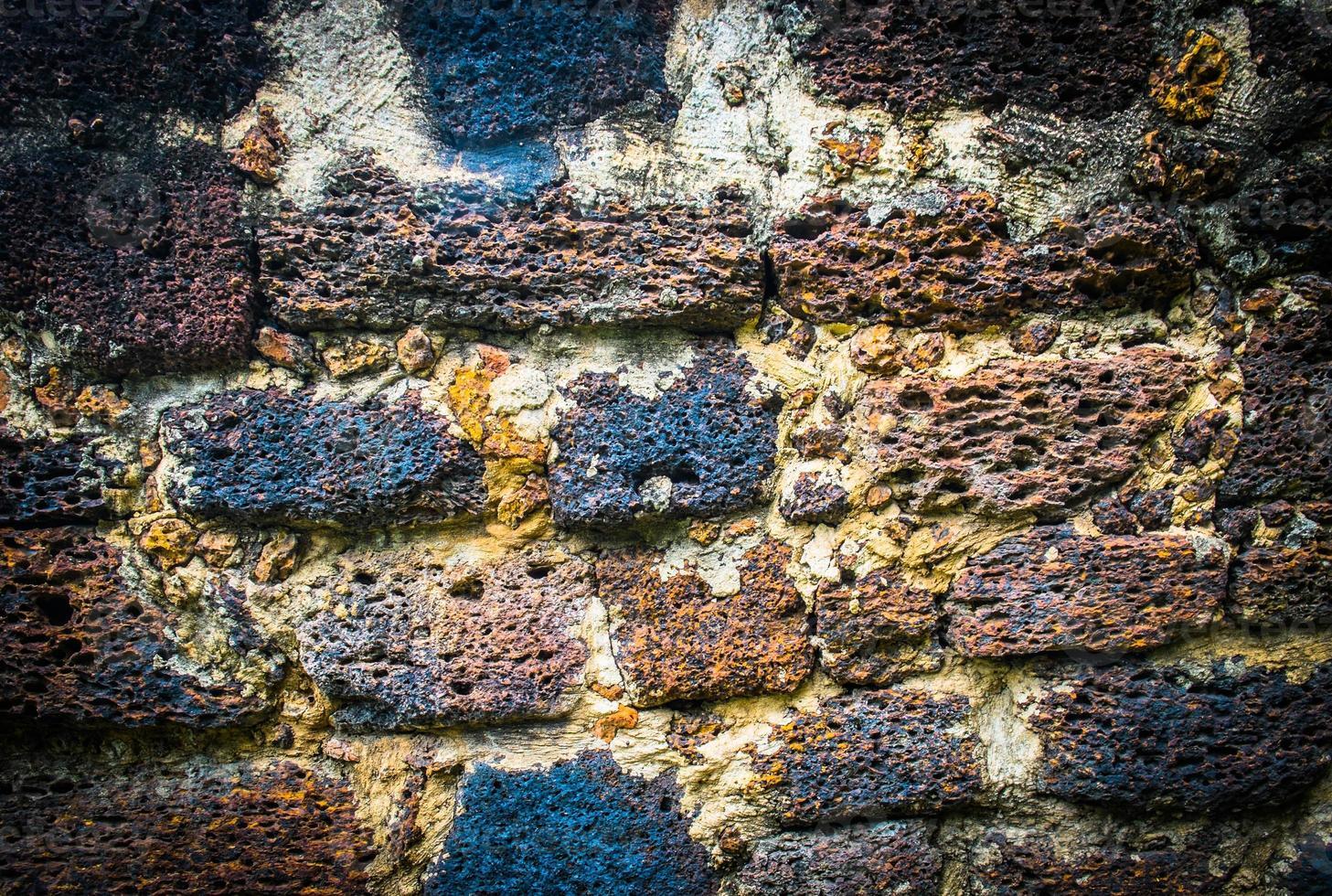 Grunge Textur der alten Laterit Steinmauer foto