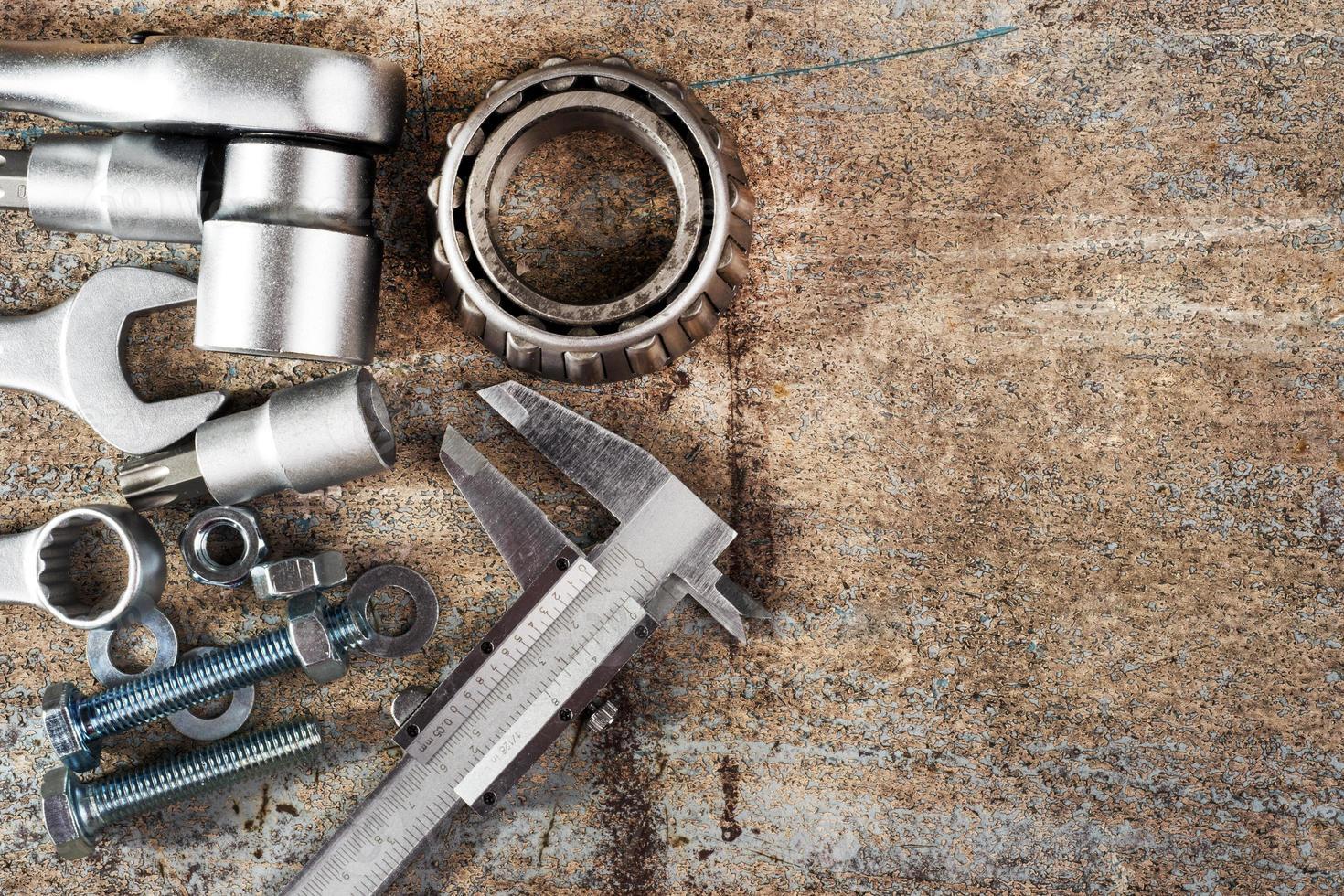 Werkzeuge und Messschieber, selektiver Fokus foto