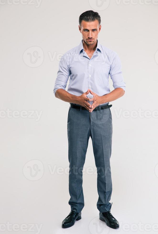 Porträt eines gutaussehenden Geschäftsmannes in voller Länge foto