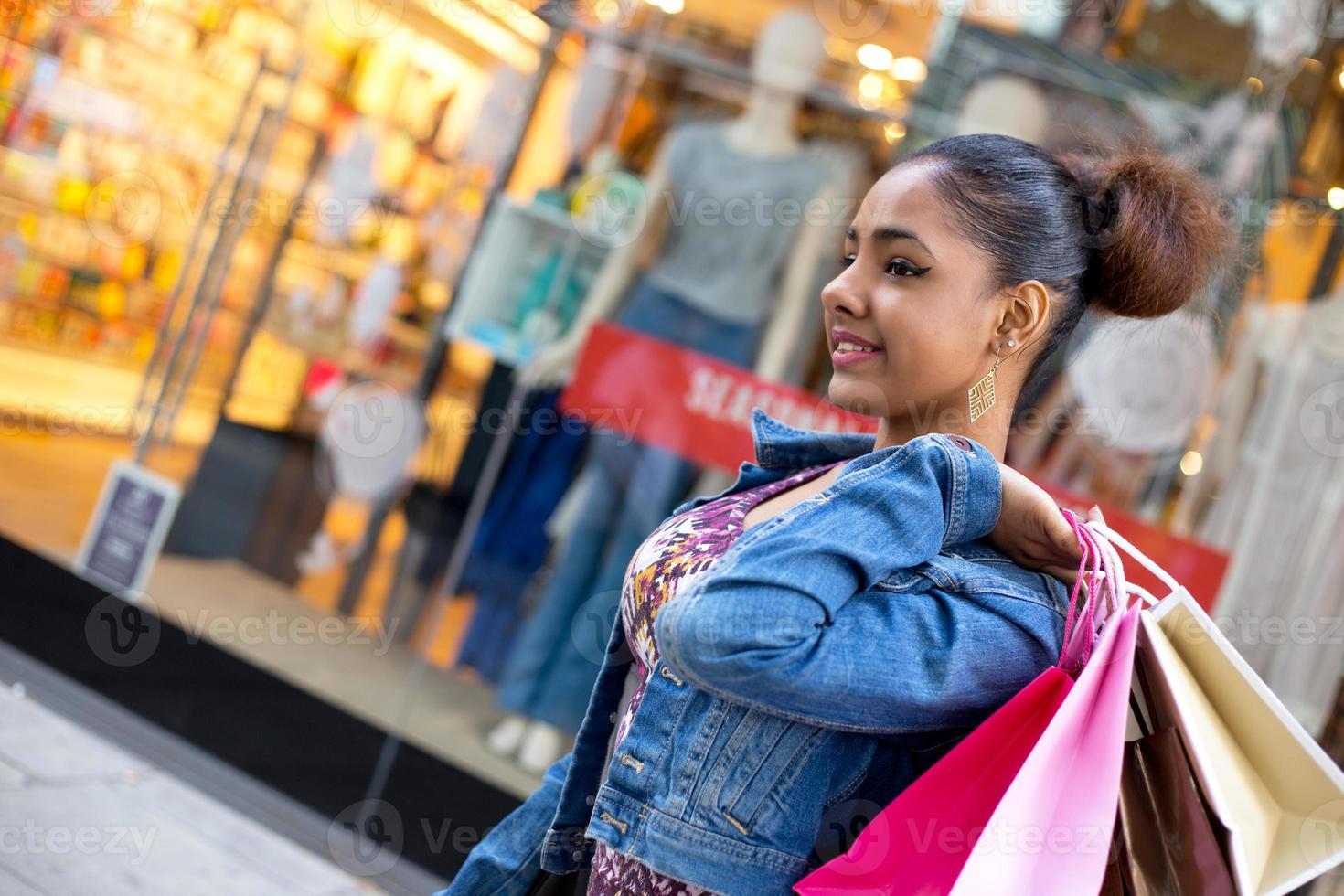 Mädchen einkaufen foto