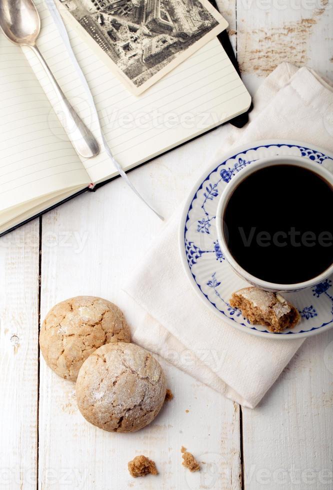 Tasse Kaffee mit Keksen. Frühstück . Morgen. foto