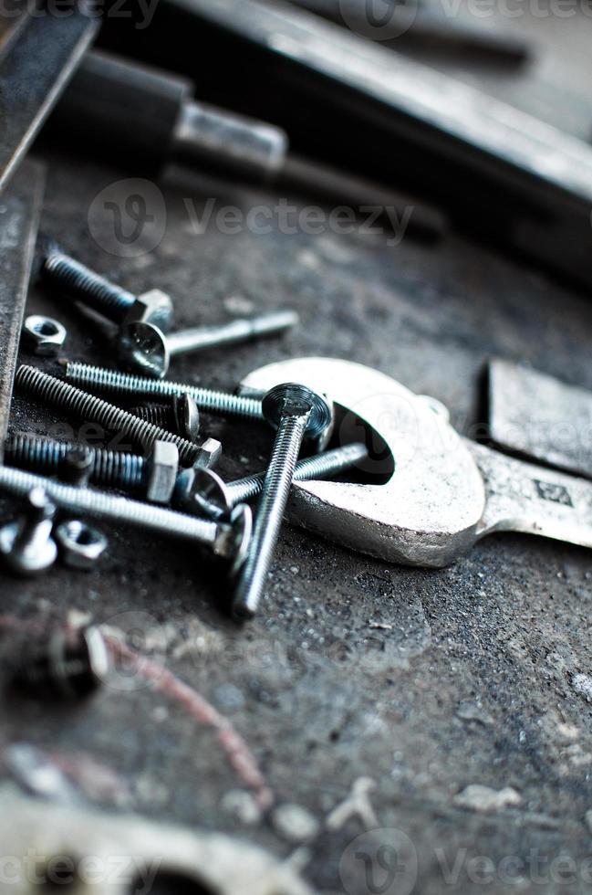 Schlüsselwerkzeugplatte mit Schrauben. foto