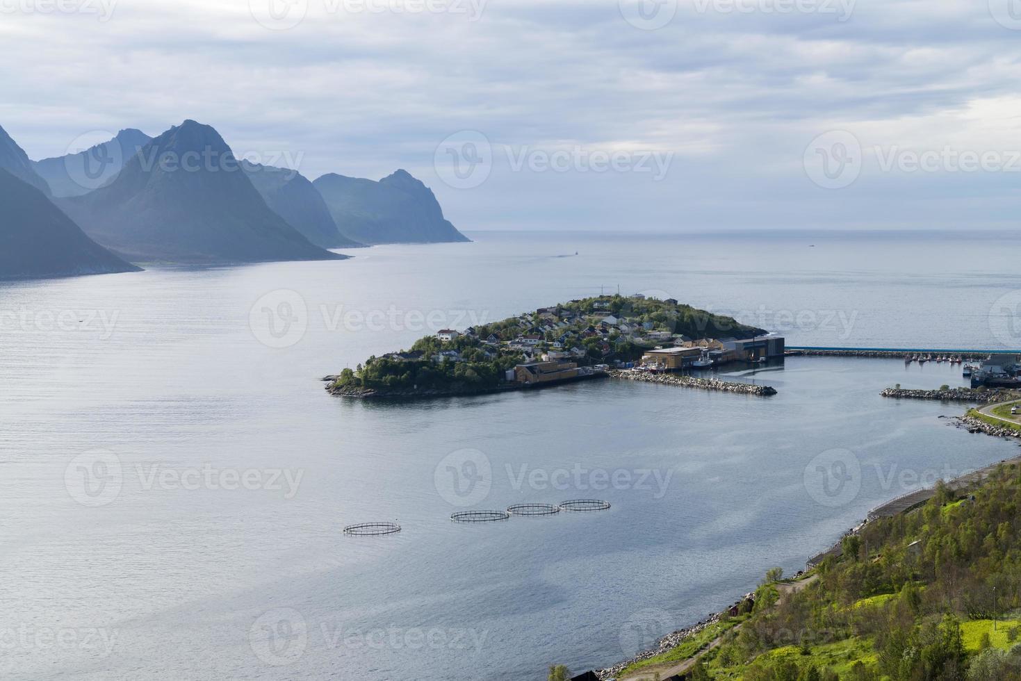 Husoy, Fischerdorf im Norden von Norwegen foto