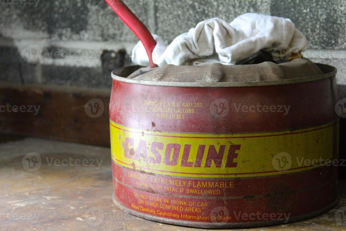 Vintage Gasdose und Lappen foto