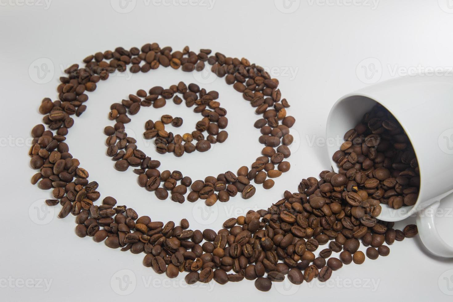verschüttete Kaffeebohnen foto