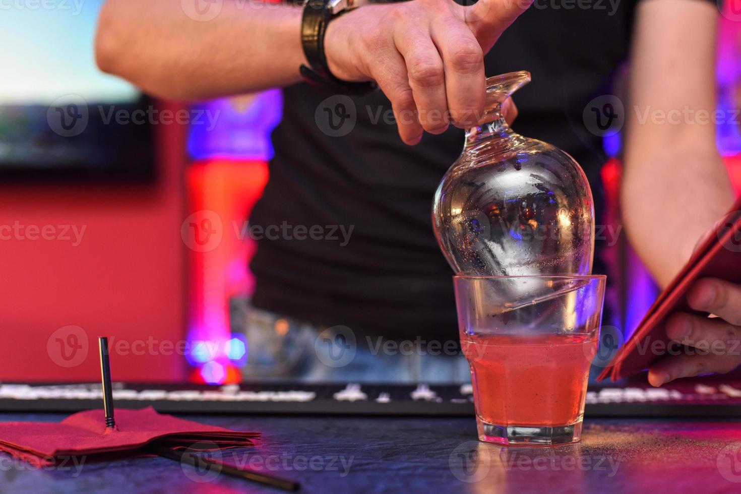 Cocktail machen foto