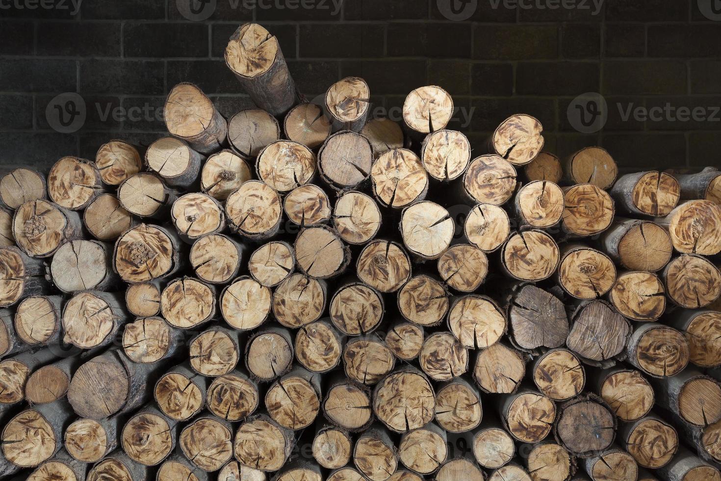 Holz im Kamin. foto