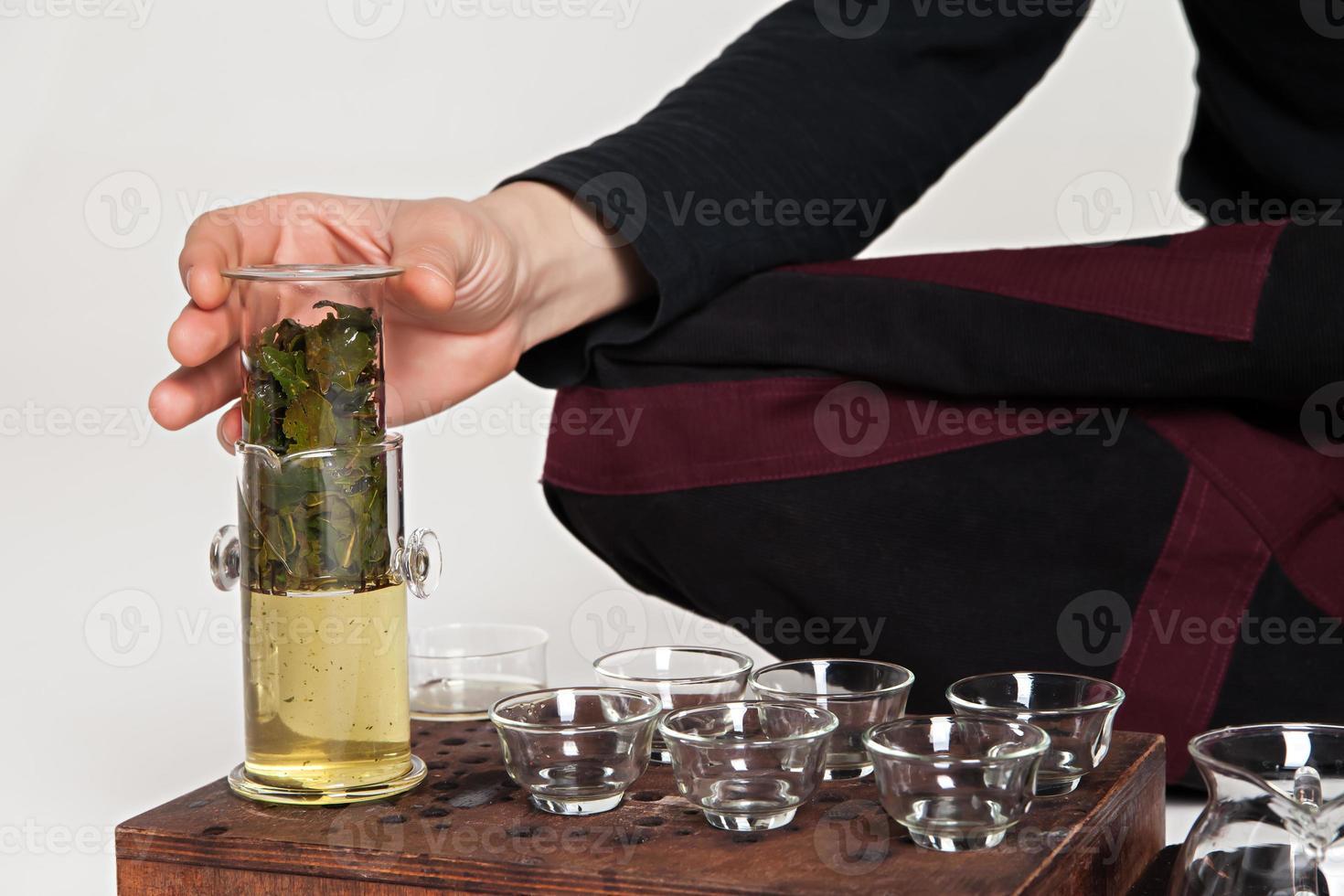 Die chinesische Teezeremonie wird vom Meister durchgeführt foto