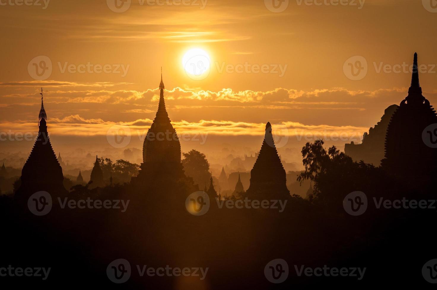 Sonnenaufgang bei Bagan foto